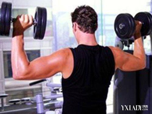 教你在家怎么练哑铃 科学的锻炼方法让你拥有坚实的肌肉