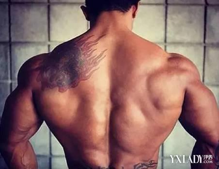 【图】哑铃怎么练三角肌呢 3种方法教你练出强壮的肌肉