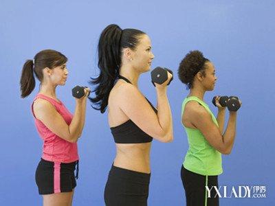 【图】女子哑铃健身计划 9种简单方法让你快速