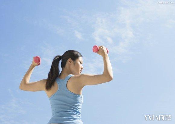 【图】怎么用哑铃锻炼腹肌