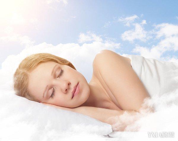 为什么躺着睡觉能减肥 教你五种睡姿快速瘦身