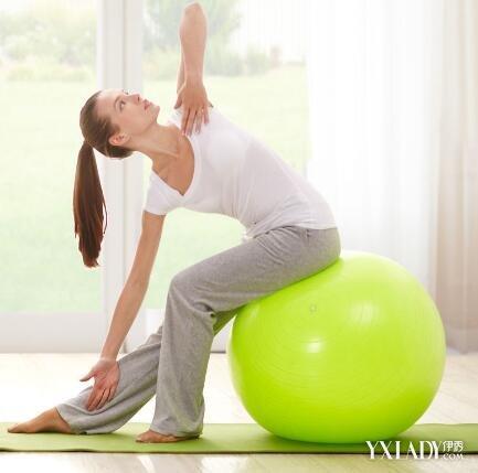 【图】瑜伽球瘦身动作有哪些 为你推荐四种腹