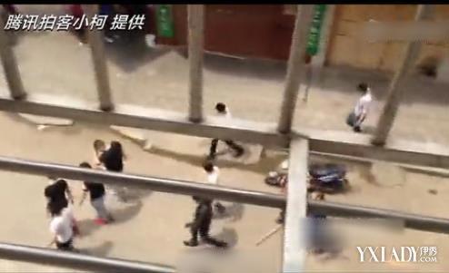 长沙街头大规模械斗 聚众斗殴遇警察狼狈逃跑