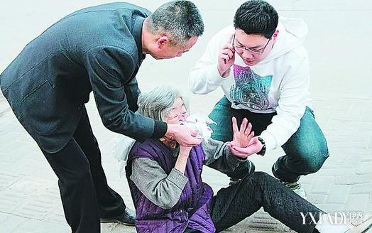 伊讹j���9�-9cl9c��f�K����_【图】学生扶老人被讹 反报恩捐款千元获赞_伊秀 .