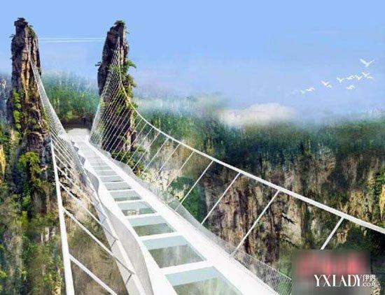 据了解,张家界大峡谷玻璃桥选址在张家界大峡谷风景区栗树垭和吴王坡区域内,总长430米、宽6米,桥面距谷底相对高度约300米。景区董事长表示:桥面玻璃尺寸约305cm4420cm,共需要99块,厚度4.856厘米。每块玻璃都将经过防冻、防爆、防霉、防温度剧降、抗震等多项试验,确保做到零差错、零风险。   据悉,张家界大峡谷玻璃桥建成后,它将创下世界最长、最高的玻璃桥等多项世界之最,同时开设蹦极、溜索、舞台等多种功能,你将更近距离接触大自然,踏在空中,清泉绿洲尽收眼底,你准备好出发了吗?
