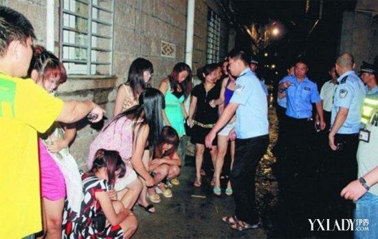 """最近在青岛市某处城中村,就被市民举报是站街女的""""老巢"""",遍布招嫖的失"""