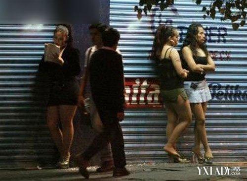 三名女子被脱光游街 男子逼迫三女一丝不挂走过闹市