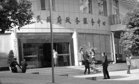 网帖称政务人员上班打球 官方回应系工间操时