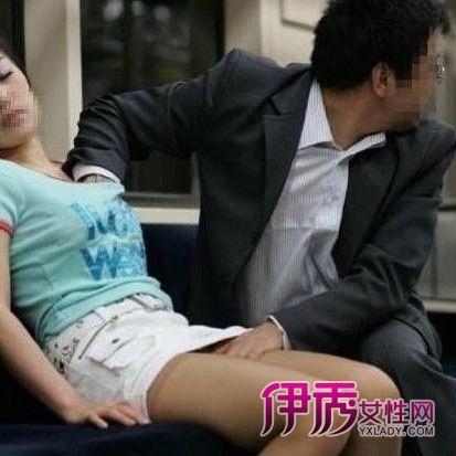上海地铁男子偷摸女性