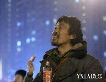 河南 郑州/【微笑哥】2012年正月十五,河南郑州郑东新区CBD,一个流浪汉...