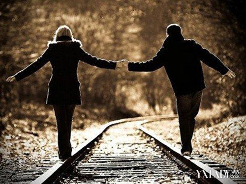 夜晚情侣牵手_【图】夜晚情侣背影牵手照 天之涯海之角陪你