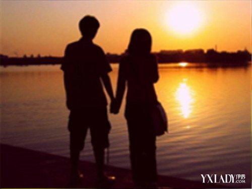 夜晚情侣背影牵手照 天之涯海之角陪你