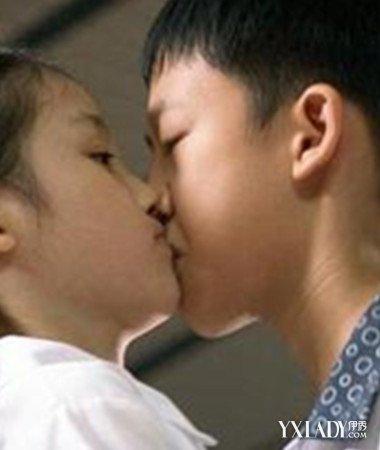 爆料00后小学生早恋接吻 盘点易早恋5种00后