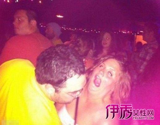 美女喝醉被帅哥摸身