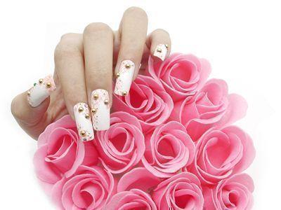 图案 美甲/指甲彩绘是指用绘具在指甲上描画出图案的艺术。