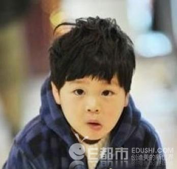 小男孩发型图片;