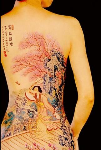 """随后出现了流行至今的""""纹身"""",图案除了图腾图形外,多半是鱼纹,十字"""