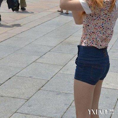 展示紧身齐b小短裤街拍图片 短裤一度成为女性的时装图片
