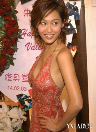 朱茵晒美照穿修身长裙图曝光3款穿搭为你打造修长身材