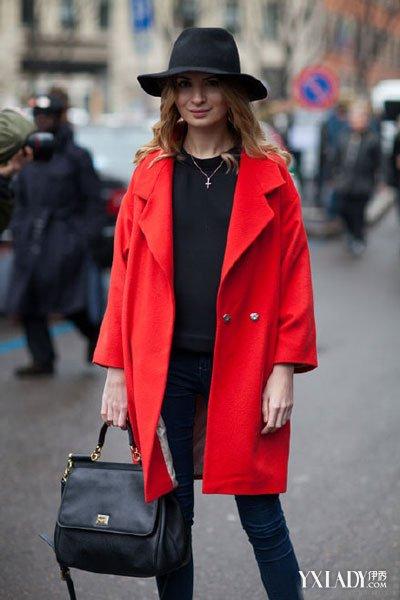 红色大衣搭配