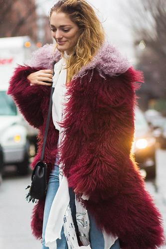 皮衣外套女短款搭配|皮草大衣要怎么搭配才好看|钟丽缇红发惹眼显贵气
