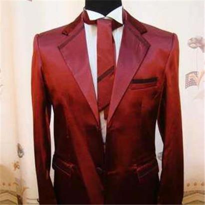 男士酒红色西服配什么领带 盘点西装的搭配原则