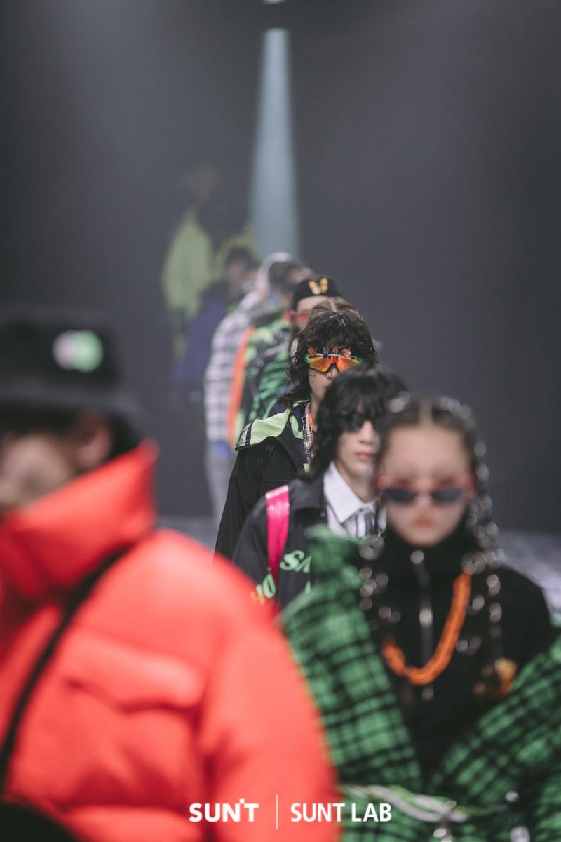 李宗霖、黄世超、四正等人气明星现身新潮牌时尚大秀 分享专属时尚秘诀