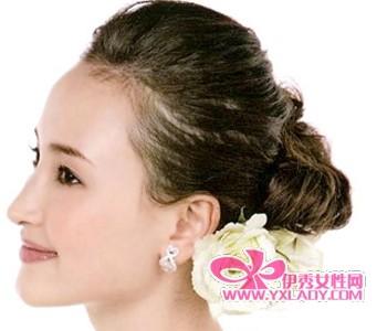 清爽优雅的盘发-花气袭人 12款最新梦幻新娘发型图片