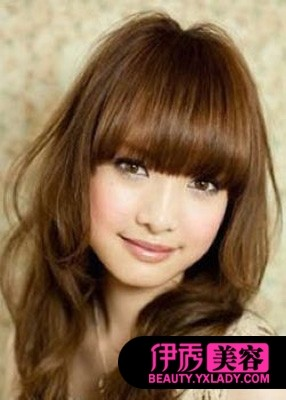 齐刘海发型-让你肤色白皙的染发颜色 女生烫发发型图片