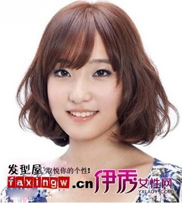 栗色染发的女生短发烫发发型,摆脱了呆板,至肩的长度很适合圆脸图片