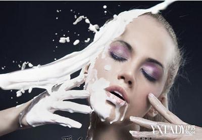 用什么牛奶洗脸最好