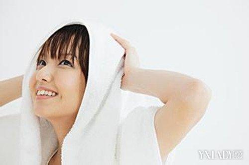 【图】用毛巾怎么包头发好看   教你轻松学会用