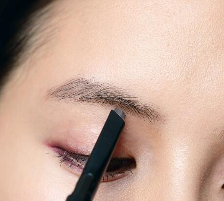 标准眉形的画法是什么 教你画出黄金比例眉毛