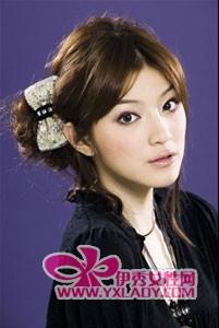 【图】情人节做可爱小女人 时尚蝴蝶发饰搭配蓬松盘发