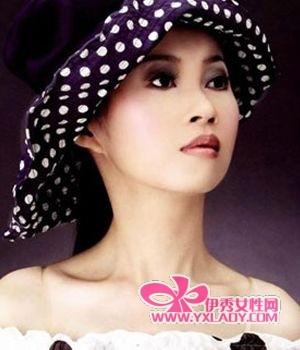 【图】实用光感 2011最流行5款紫色烟熏妆