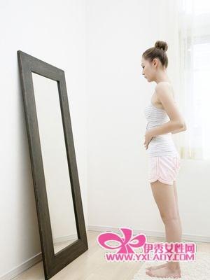【图】OL居家瘦腿操 快速燃脂12斤,伊秀美体网教你瘦腿的最快方法