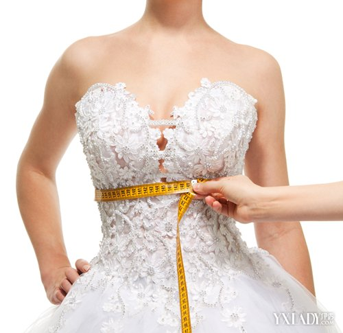 女星白婚纱露深沟 婚前丰胸平胸新娘必备图片