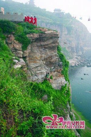 攀岩女孩体力透支困在30米高悬崖(图)