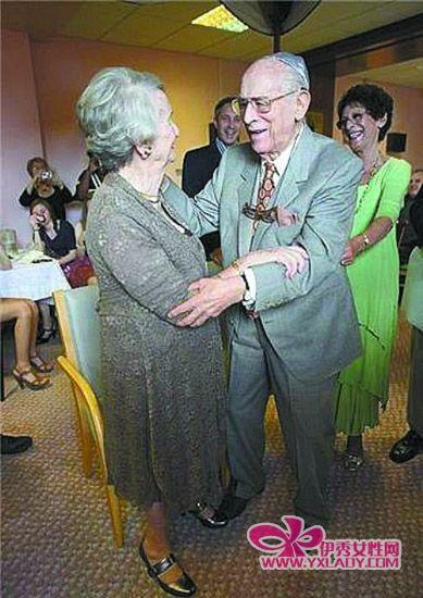英国97岁新郎迎娶87岁新娘(组图)