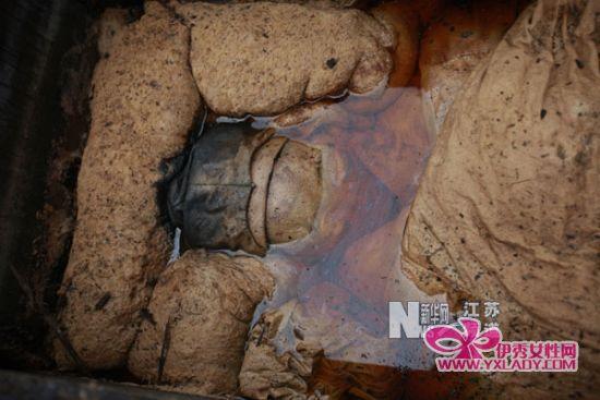 3月1日,江苏省泰州市出土的明代女尸面部。