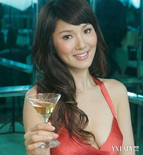 【图】王祖蓝老婆李亚男高挑出众幸福感爆棚