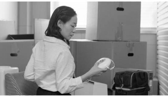 人民日报为背奶妈妈发声,520母乳日金领冠呼吁母婴室建立